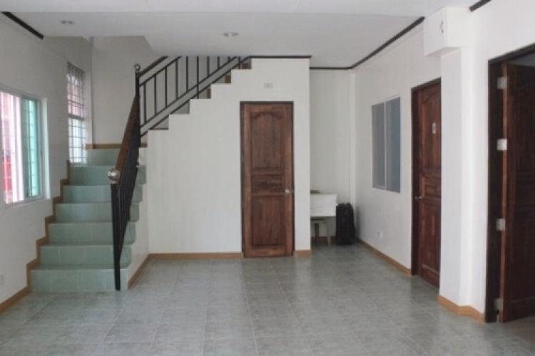 宿舎の階段前