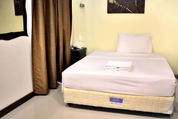 Cebu Blue Oceanの1人部屋(外部ホテル寮  Superior)
