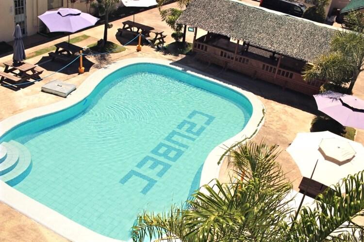 C2 Ubec English Academyのプール