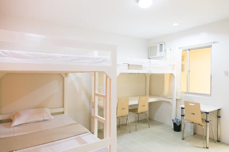 IDEA Academiaの3人部屋