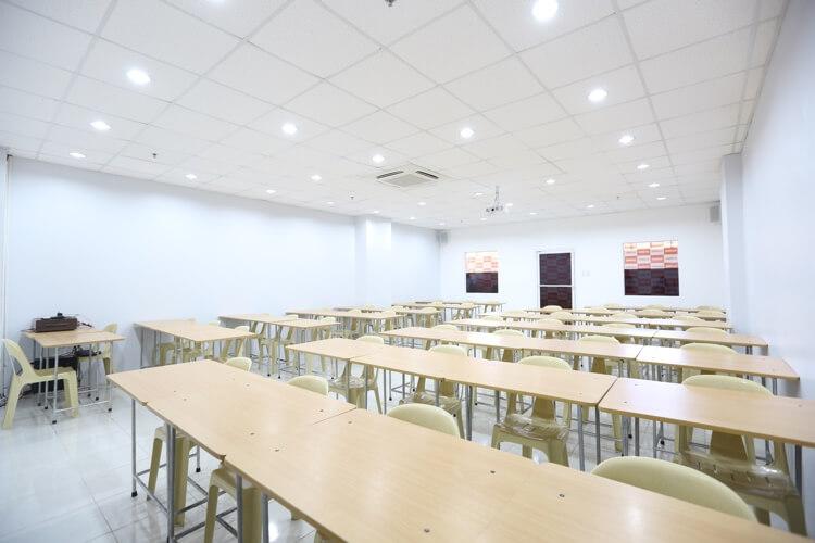SMEAG Nスパルタ校の教室前