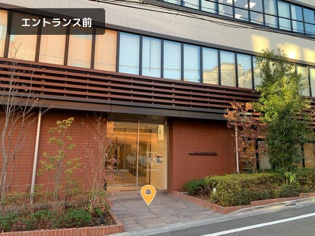 セブ島留学センターの東京オフィス(代々木)までの行き方を説明した画像(エントランス前)