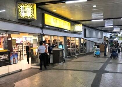 マニラ空港の第一ターミナルのDuty Freeの前