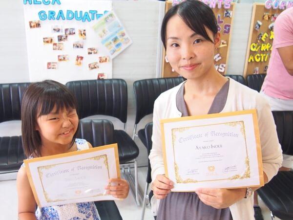 親子留学の卒業式の写真