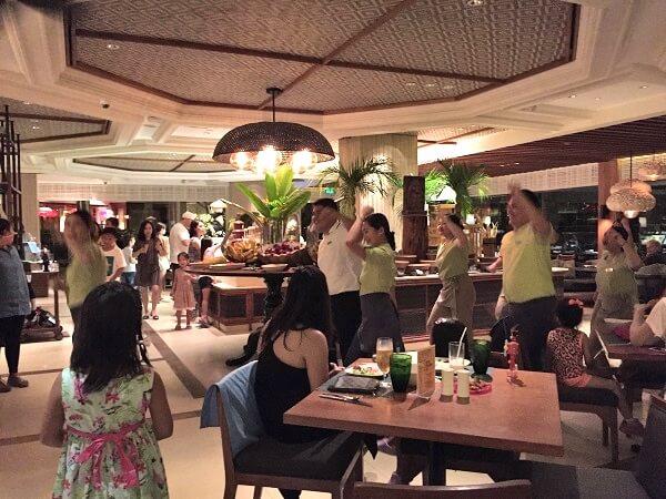 セブ島シャングリラのレストラン「Tides」