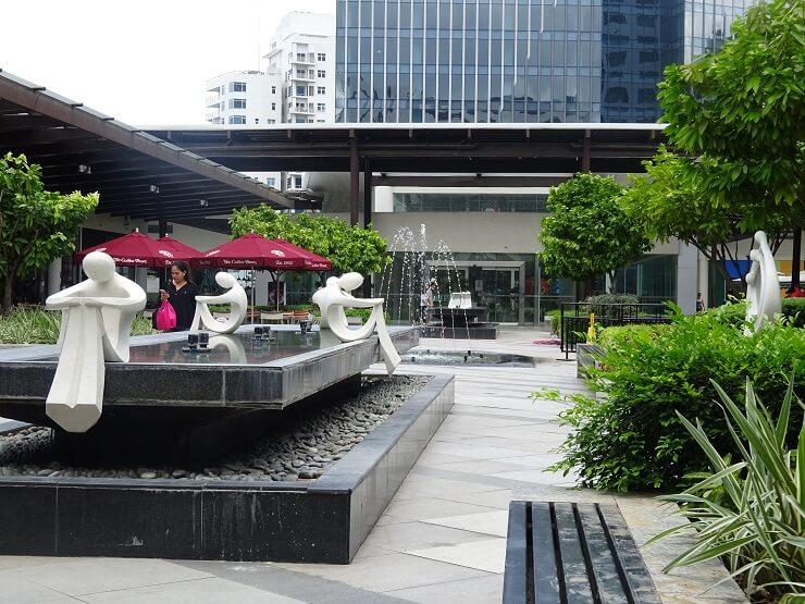アヤラモール(Ayala Mall)の外
