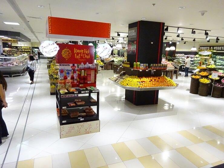 アヤラモール地下のスーパーマーケット